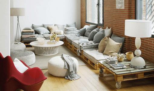 coussin palette pour le canapé au salon