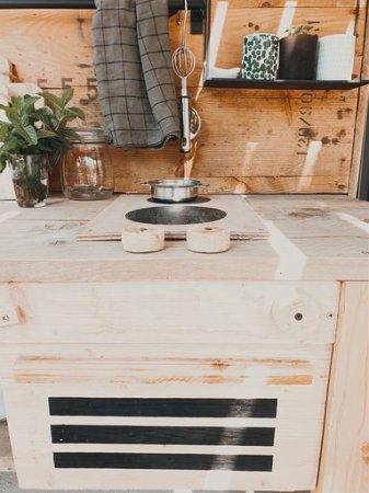cuisine-enfant-en-bois-plaque-cuisson