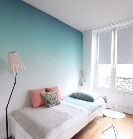 chambre-ado-calme-avec-papier-peint-vert-degrade