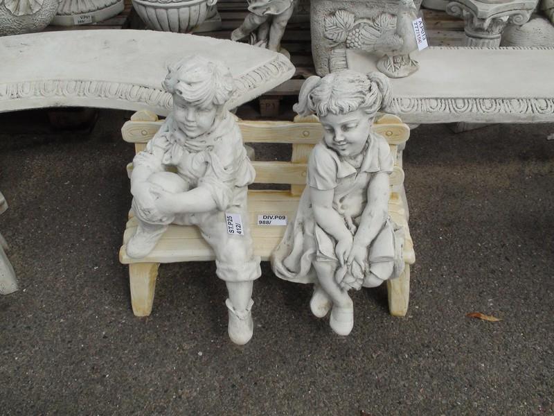 Statue Les Amoureux Timides Assis Sur Le Banc Le Bon Vivre