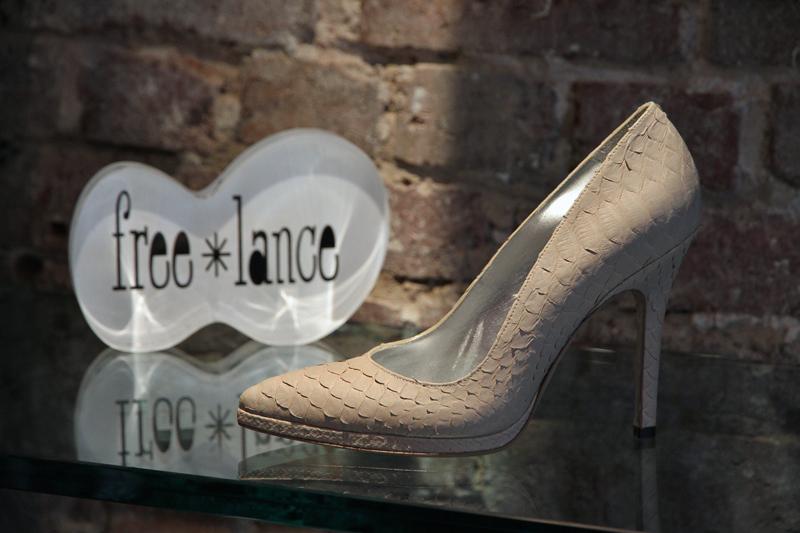 Découvrez la sélection Free Lance de Mai 2014. Une boot attire l oeil et  c est la Boot Heefy open en cuir noir. La derby Toss en mode serpent  apportera ... 81be8b975b2d