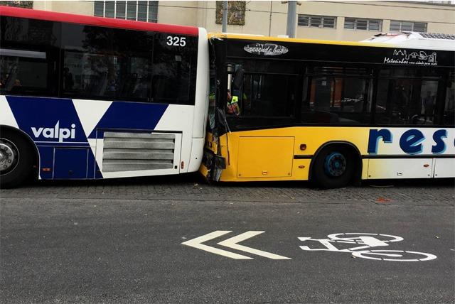 Autocarro despista-se em Matosinhos, dia 06 de Outubro 2016