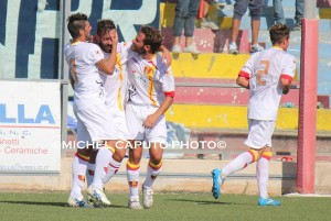 L'esultanza di Mariano dopo il gol dell'1-0 contro il Brindisi