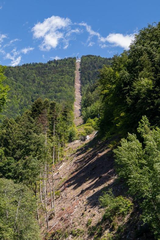 the allemond oz ski lift line