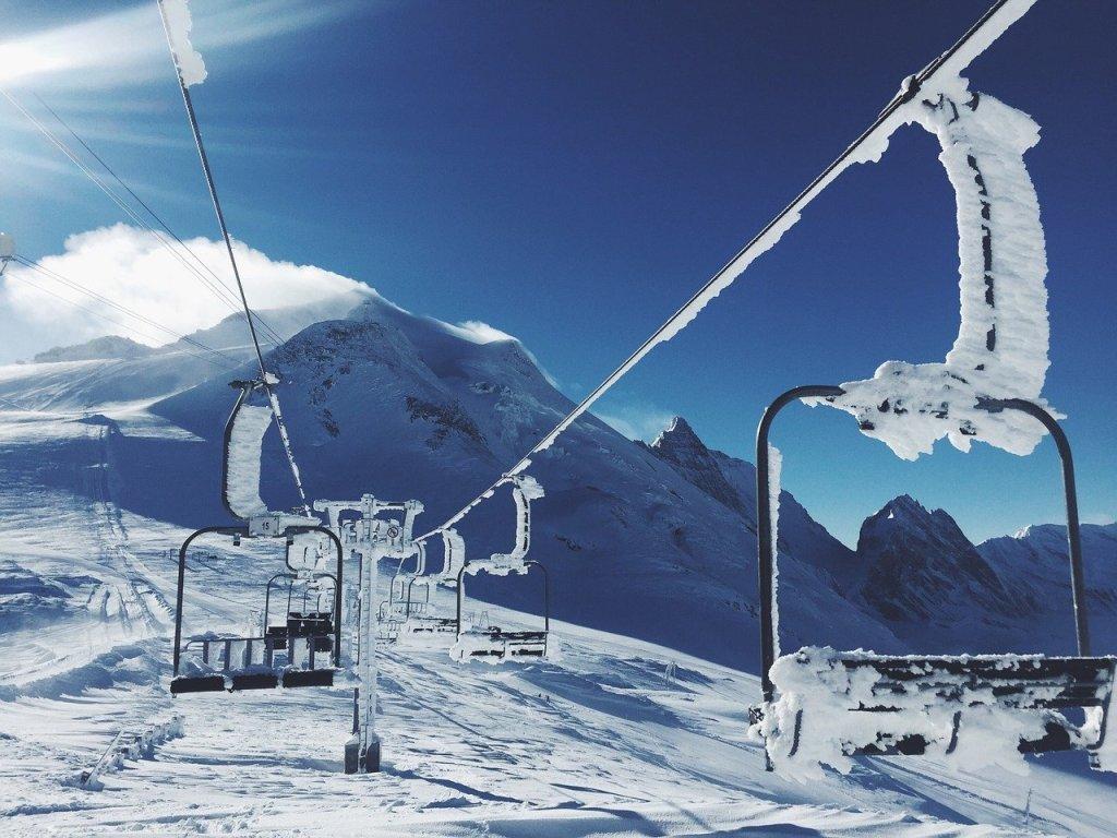 Stations de ski : Jean Castex douche les espoirs des pros
