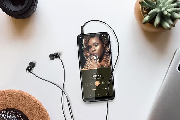 Smartphone cu mufa pentru casti