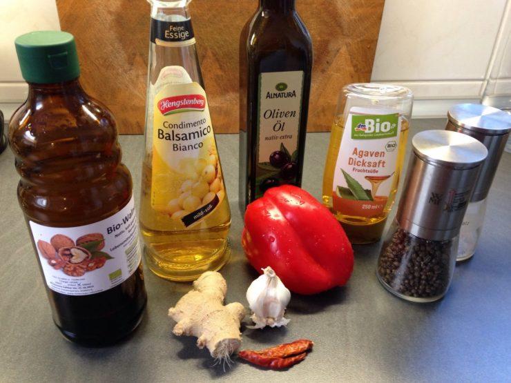 Zutaten für Spezialmarinade mit Paprika, Ingwer, Knoblauch und Chili
