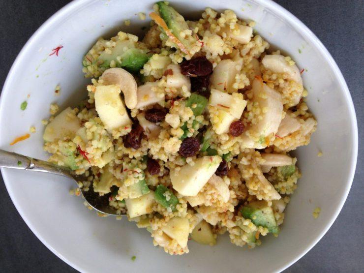 Hirse Frühstück mit Früchten