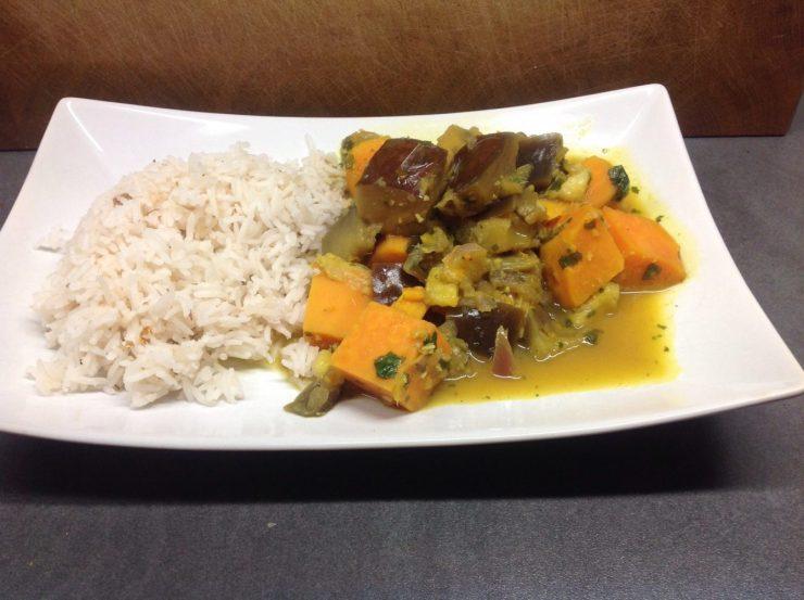 Auberginen Süßkartoffel Curry mit Kokos und Banane