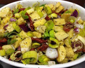 Geschmorte Lauch Kartoffeln mit getrockneten Tomaten , Kräutern und Safranhonig