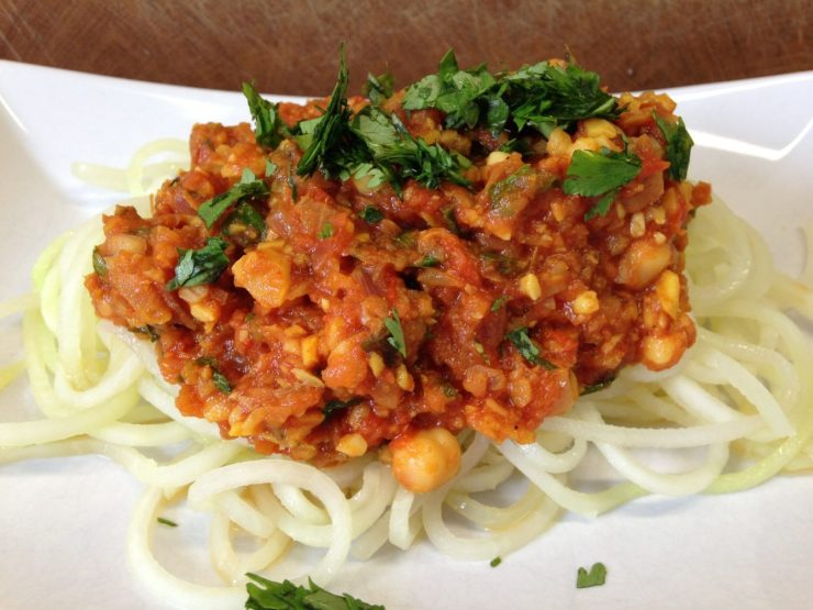 Kohlrabi Spaghetti mit Kichererbsen Bolognese