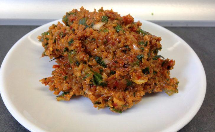 Kisir mit geröstetem Sesamöl und Granatapelsirup