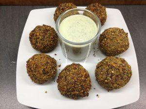Falafel mit Pistazien und Sesam Minze Joghurt