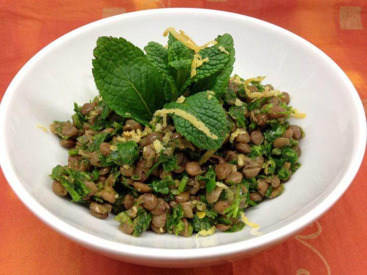 Libanesischer Linsen Salat mit Knoblauch, Petersilie und Minze