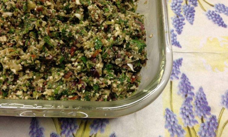 Mangold Blumenkohl Taboulé mit Oliven und getrockneten Tomaten
