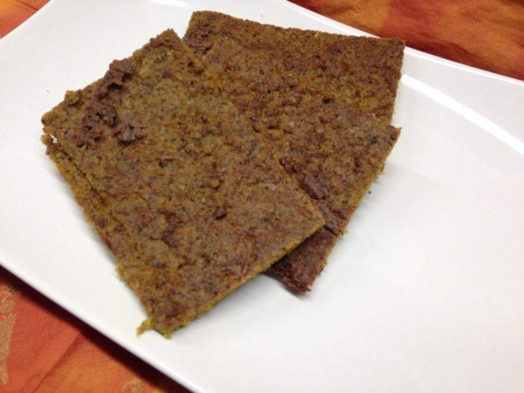 Rohkost Mais Brot mit Paprika und Kürbiskernen