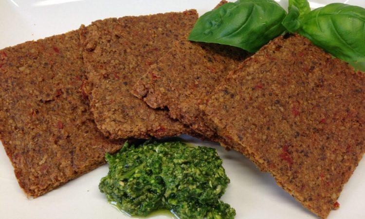 Rohkost Brot mit Paprika, Sonnenblumenkernen und Tahini