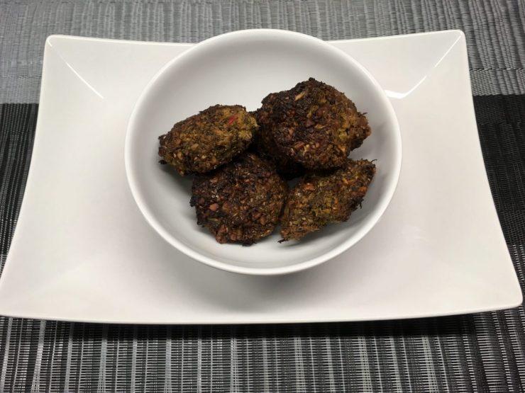 Brokkoli Falafel mit Cashew und Chia