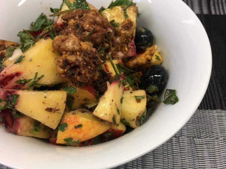 Pfirsich Heidelbeeren Salat mit Walnüssen und Zitronen Mohn Dressing