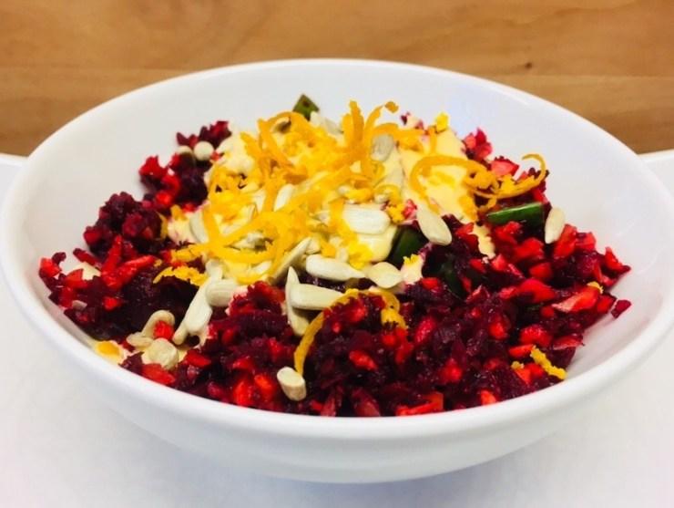 Karotten Rote Bete Salat mit Berberizen und Orangen-Ingwer-Miso Dressing