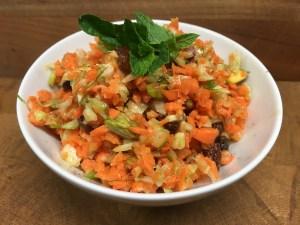 Karotten Fenchel Salat mit Pistazien und Orangen Ingwer Dressing