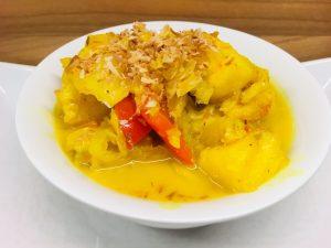 Chinakohl Curry mit Ananas und Kokos-Safran-Reis