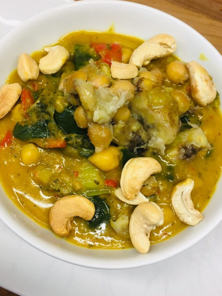 Thai Bananen Curry mit Kichererbsen, Mangold und Cashews