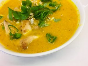 Kokos Karotten Suppe mit Austernpilzen und Frühlingszwiebeln
