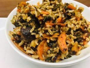 Makrobiotischer Reis mit Algen, Shitake Pilzen und Karotten