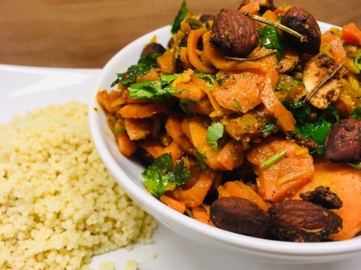 Karotten mit Feigen, Mandeln und Gewürz-Hirse