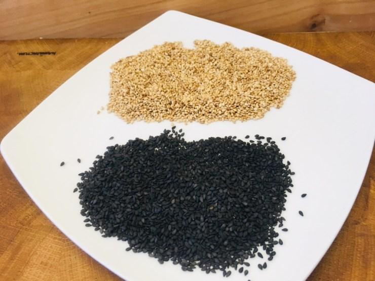 Weißer und schwarzer Sesam