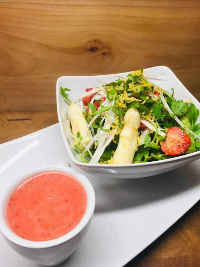 Spargel Salat mit Erdbeeren, Rucola und fruchtigem Erdbeer Dressing