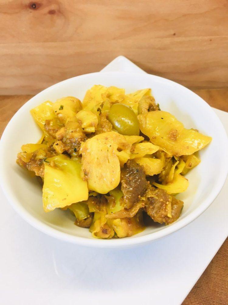 Spitzkohl mit Feigen, Oliven und Chili