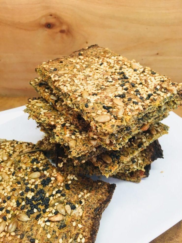 Leinsamen Gemüse Cracker mit Sesam