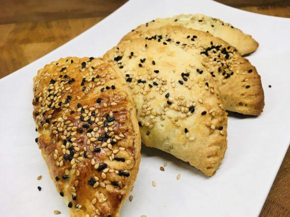 Tiropitakia Kourou - Griechische gefüllte Teigtaschen mit Feta-Käse