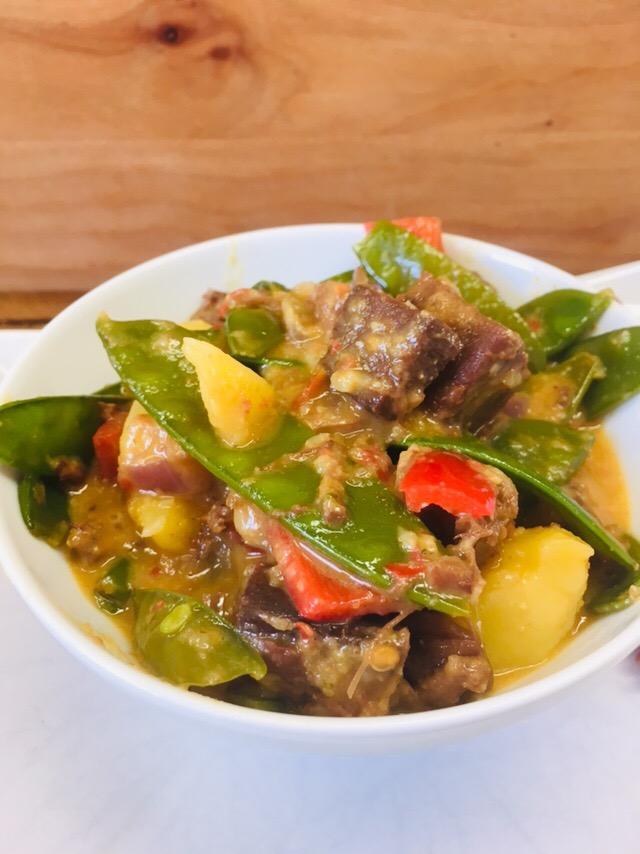 Jackfruit Curry mit Zuckerschoten