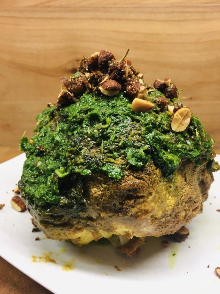 Gerösteter Blumenkohl mit Baharat Tahini Kruste und Zitronen Kräuter Öl