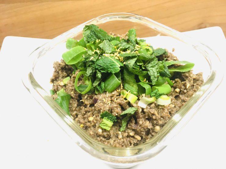 Maronen Pilz Pâté mit Thymian und karamellisierten Zwiebeln