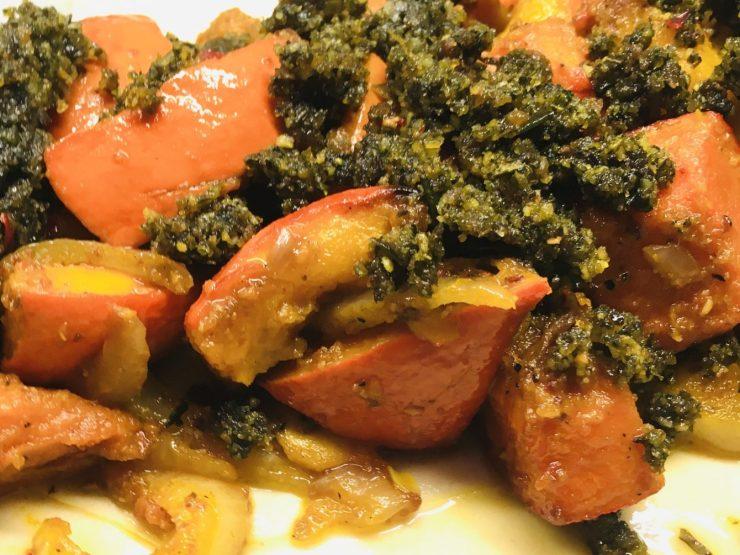 Gerösteter Kürbis mit Kürbiskern Pesto und Tahini Sauce