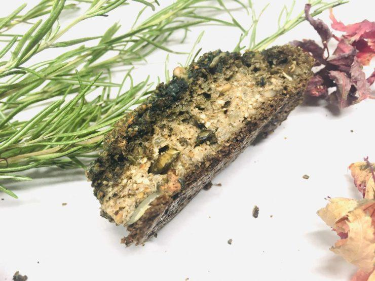 Sellerie Hanf Brot mit Sonnenblumenkernen