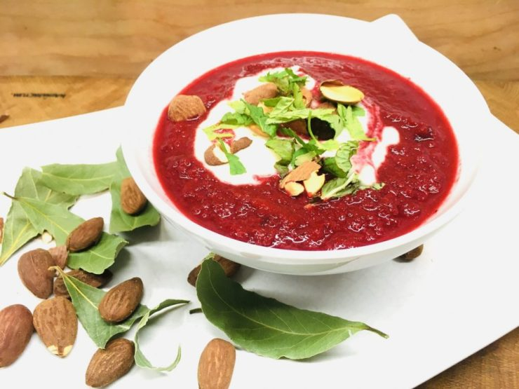 Rote Bete Lauch Suppe mit Apfel und Mandel Miso Creme