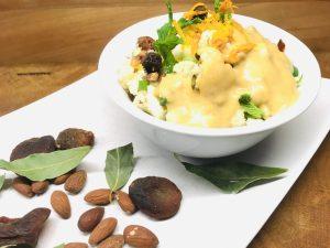 Blumenkohl Salat mit Aprikosen Mandel Dressing