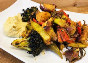 Gebackene Kartoffeln mit Harissa, Okraschoten und Tomaten