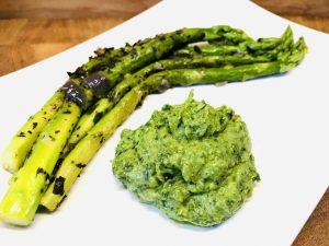 Grüner Spargel mit Bärlauch Avocado Dip