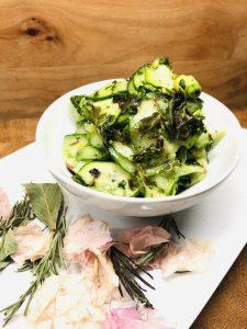Marinierter Zucchini Salat mit Algen