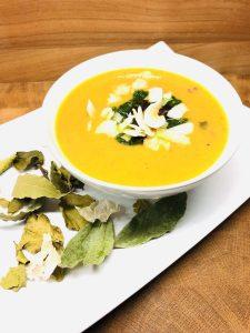 Süßkartoffel Suppe mit Mango und Lauch