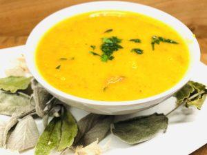 Karotten Orangen Suppe mit Roten Linsen, Ingwer und Honig