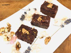 Schwarzen Bohnen Brownies mit Walnüssen und Chili