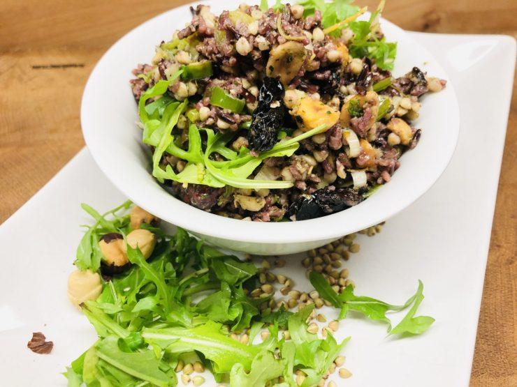 Buchweizen Reis Salat mit Haselnüssen und Cranberries