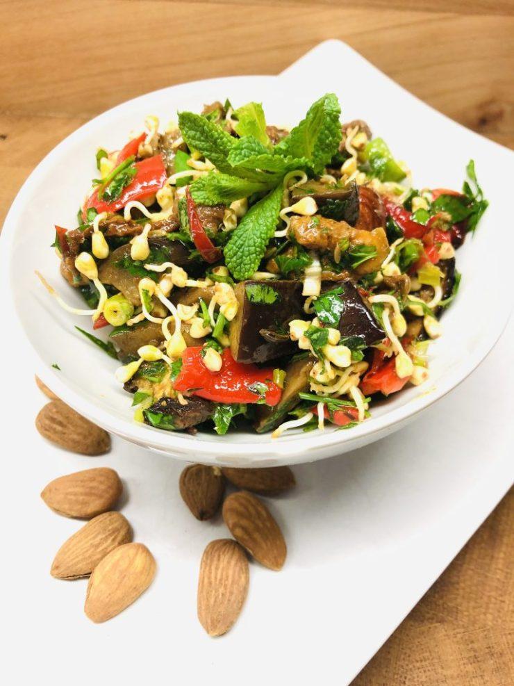 Buchweizen Sprossen Salat mit Auberginen
